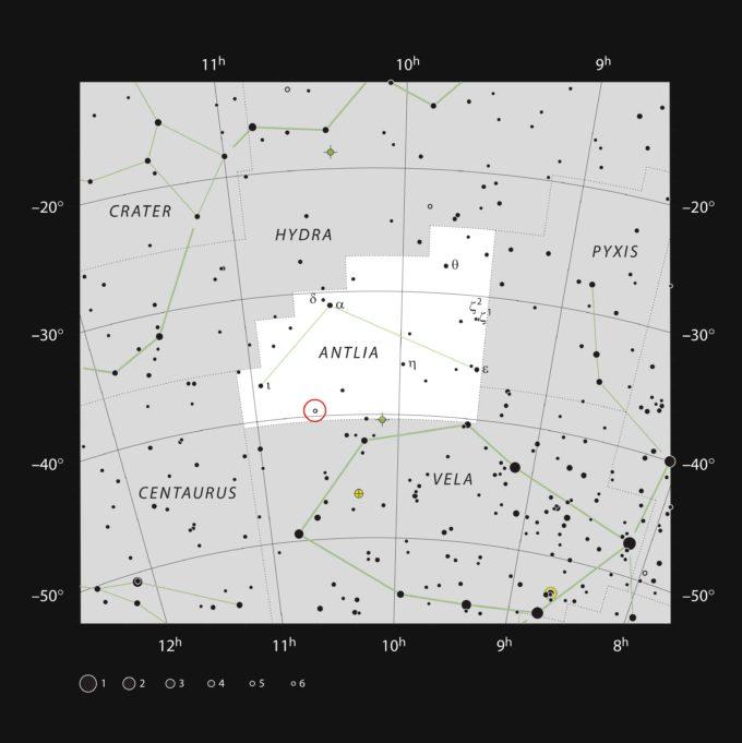 Este mapa muestra la ubicación de la estrella U Antilae (La bomba neumática). Esta estrella muy roja y variable se puede observar con binoculares pequeños. Crédito: ESO, IAU y Sky & Telescope.