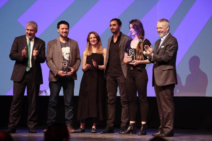 Award of the ALMA Sounds team. Credit: @premios_avonni