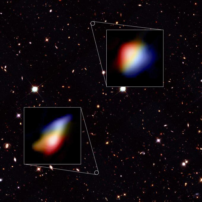 Visualización de datos - Imagen obtenida por el Telescopio Hubble con fragmento del cielo nocturno donde se encontraron las galaxias y dos acercamientos de los datos de ALMA. Créditos: Hubble (NASA/ESA), ALMA (ESO/NAOJ/NRAO), P. Oesch (Universidad de Ginebra) y R. Smit (Universidad de Cambridge).
